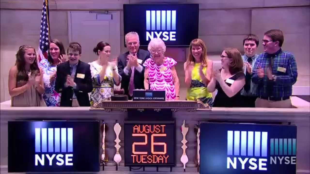 New York Stock Exchange CEO Duncan Niederauer rings the Closing Bell in Honor of His Retirement