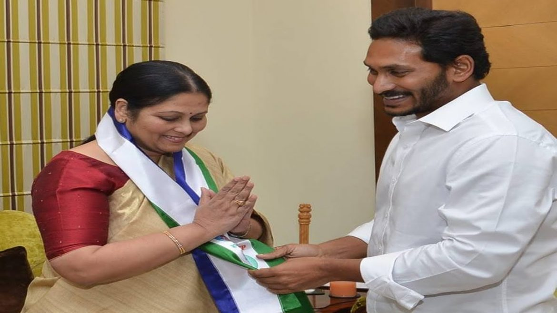 Jayasudha Joins YSRCP In Presence Of YS Jagan – Watch Exclusive