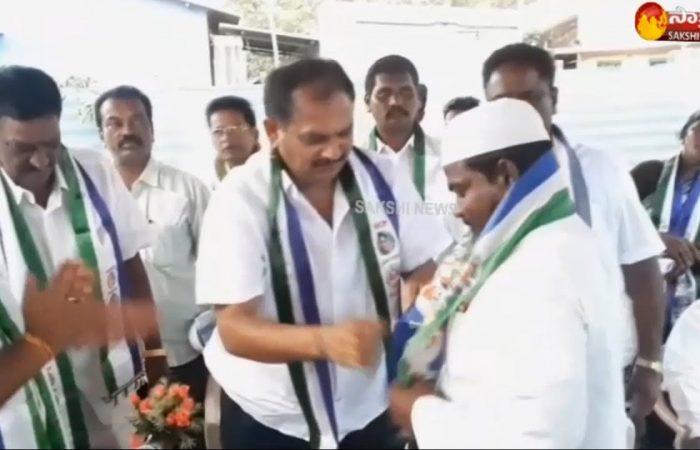 TDP leaders join YSRCP in Unguturu   West Godavari District 1